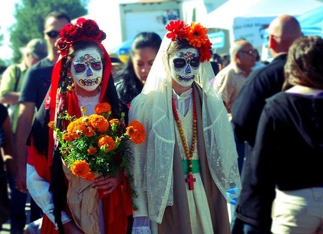 dia de los muertos costumes