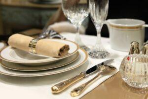 Dinner setting etiquette tips